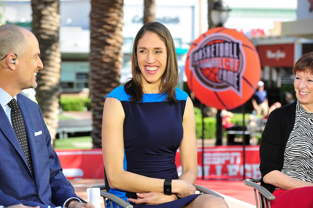 Rebecca Lobo '95 (CLAS) talks with ESPN's Jay Bilas