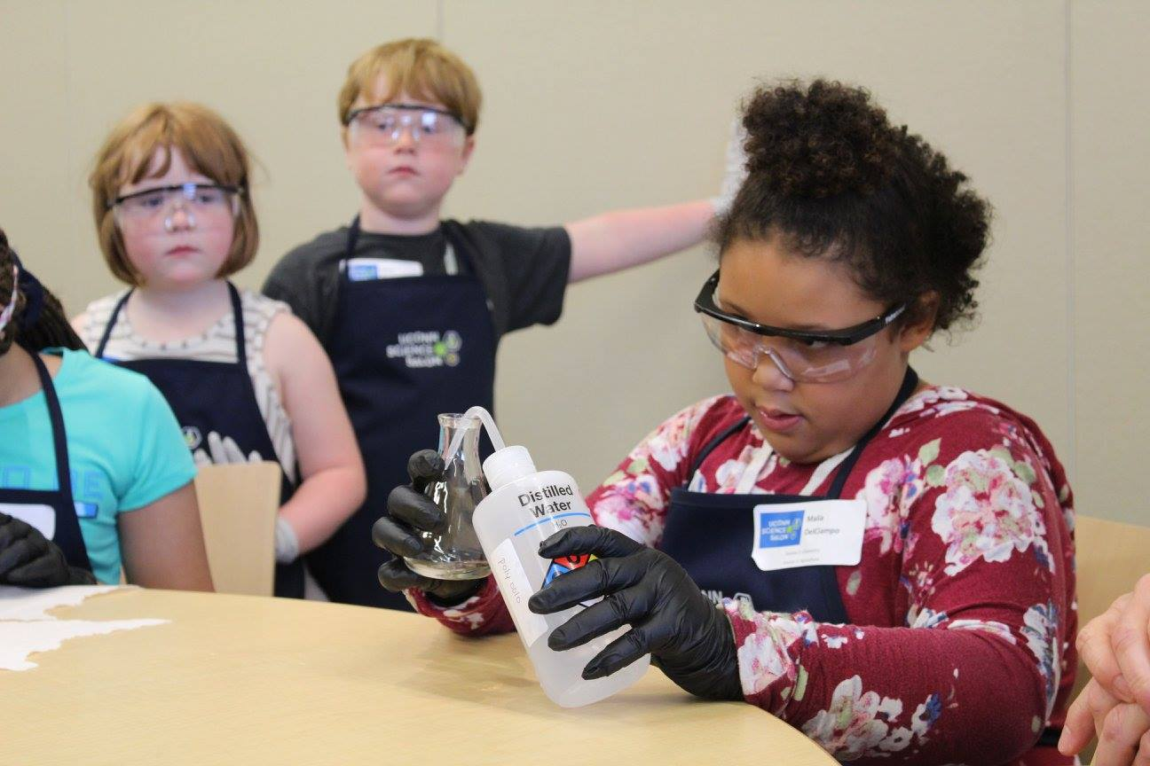 children do science experiments at UConn's Science Salon Jr. Event