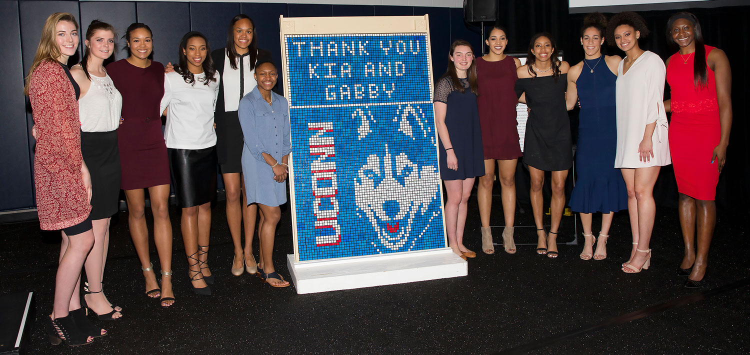 Group photo of the 2017-18 UConn Women's basketball team