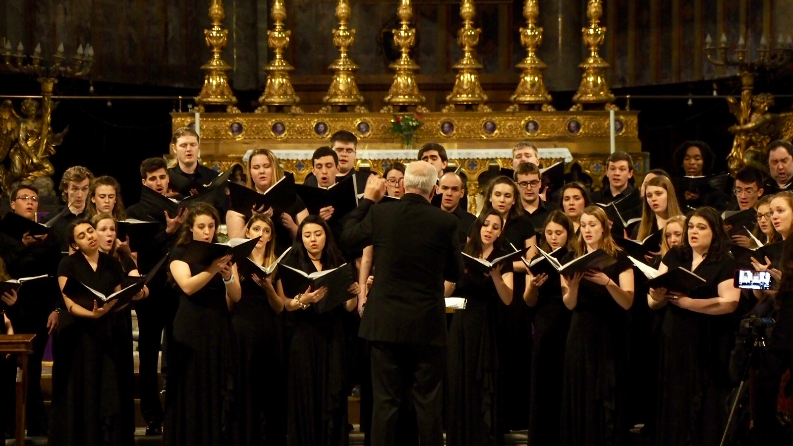 he UConn Concert Choir performs in Chieza Santa Maria Sopra Minerva