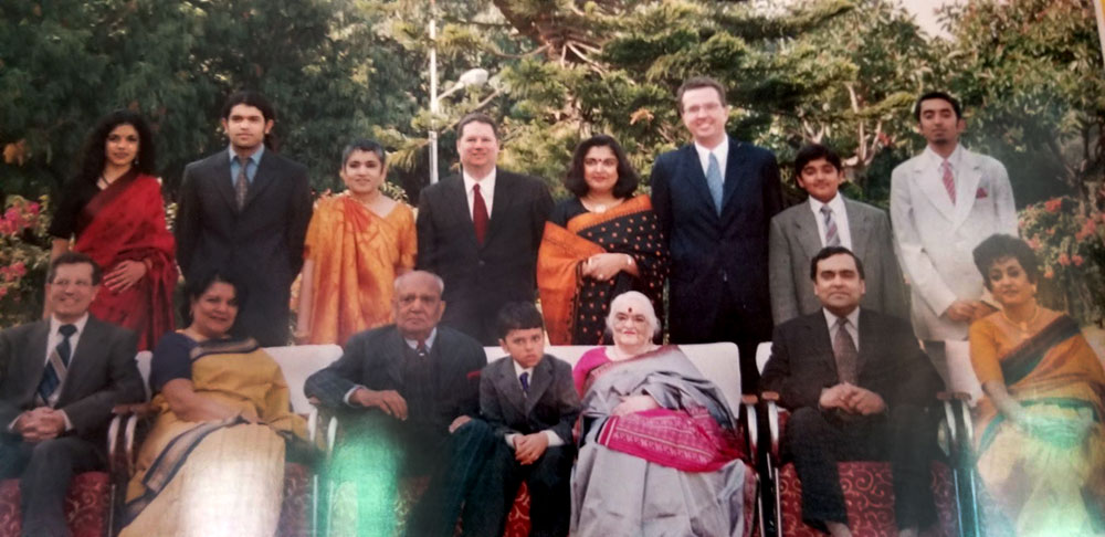 Family photo including Manisha, her father, her mother, her two sisters and brother.