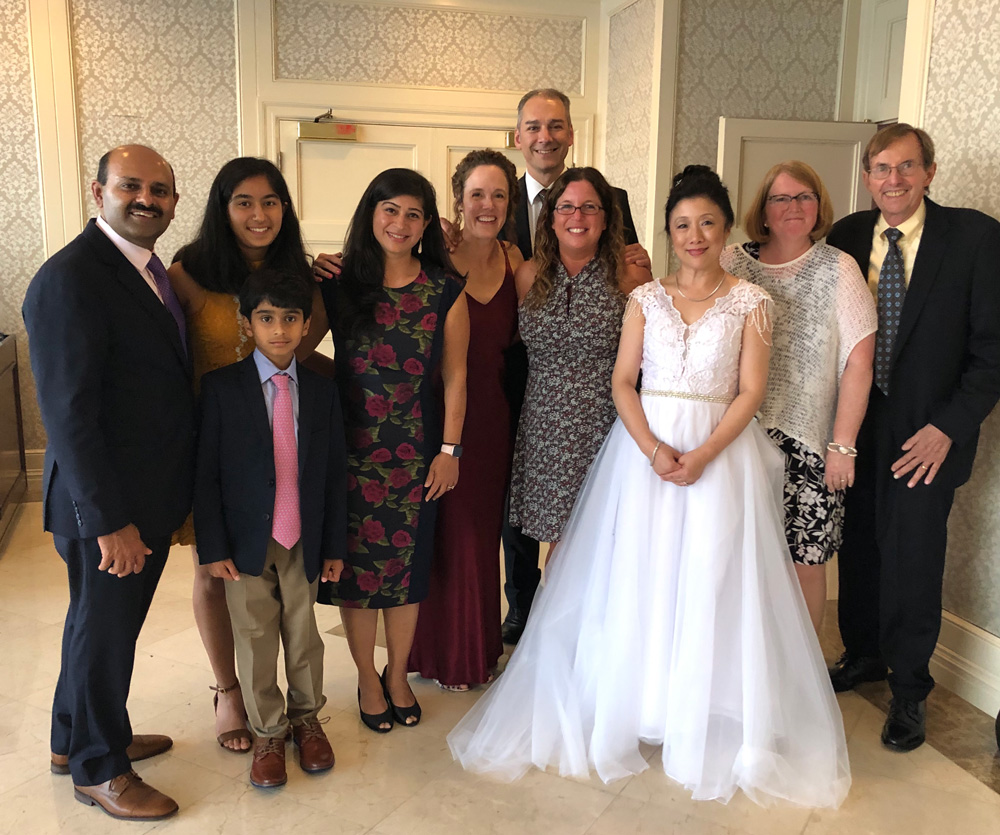 Lucia Pang, MBA '00 married Michael Murren on Sept. 22 at Glen Island Harbour Club in New Rochelle, New York.