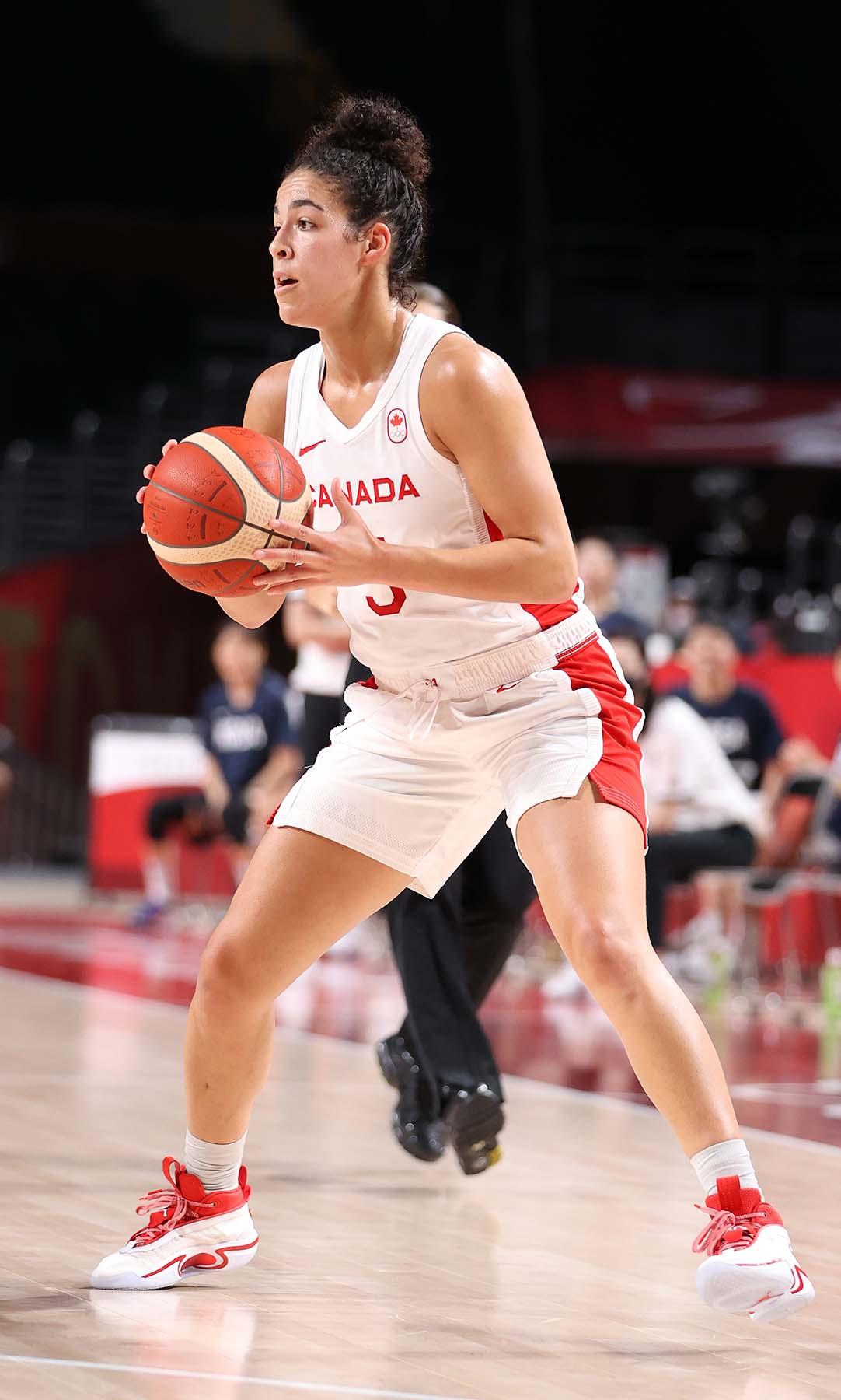 Kia Nurse passes basketball